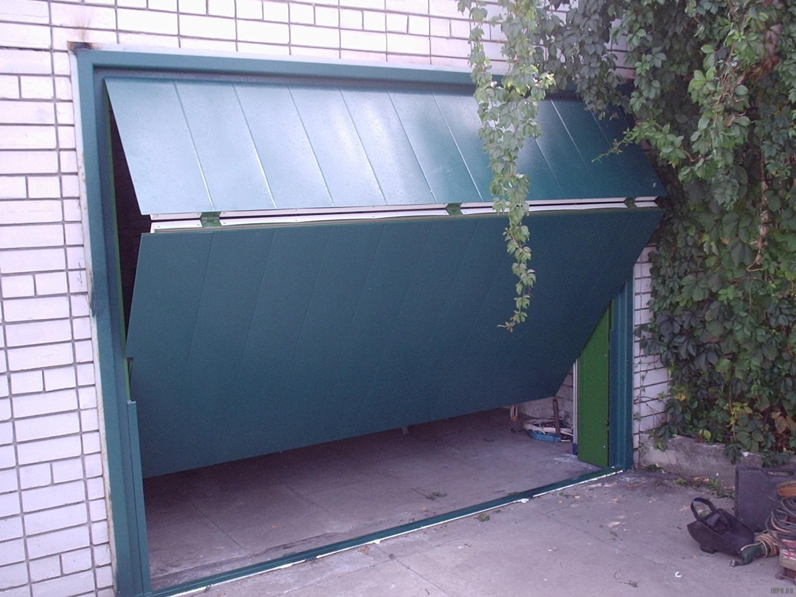 Откидные ворота на гараж