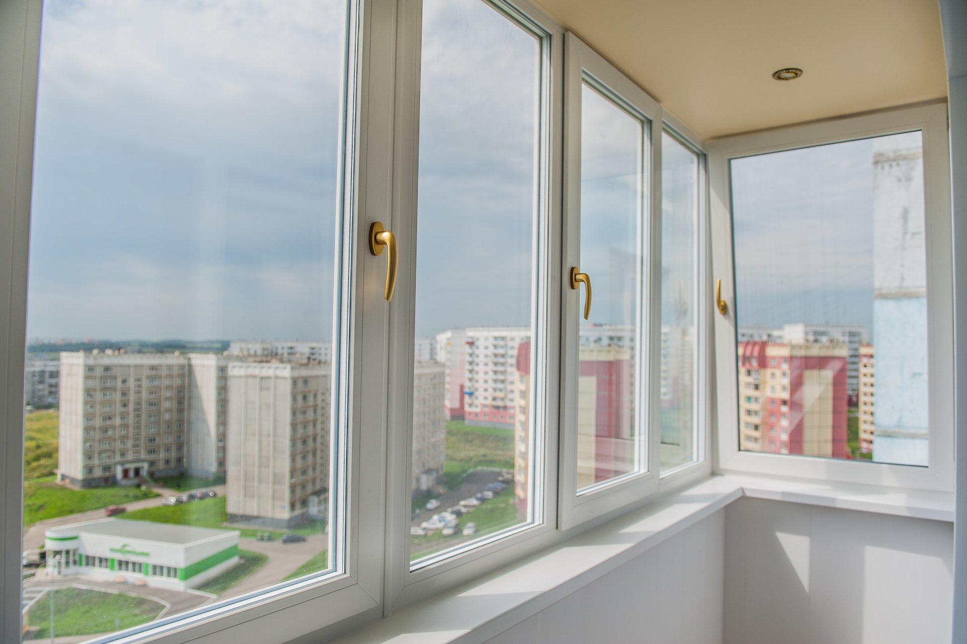 """Остекление балконов и лоджий: выбор исполнителя """" джинджик -."""