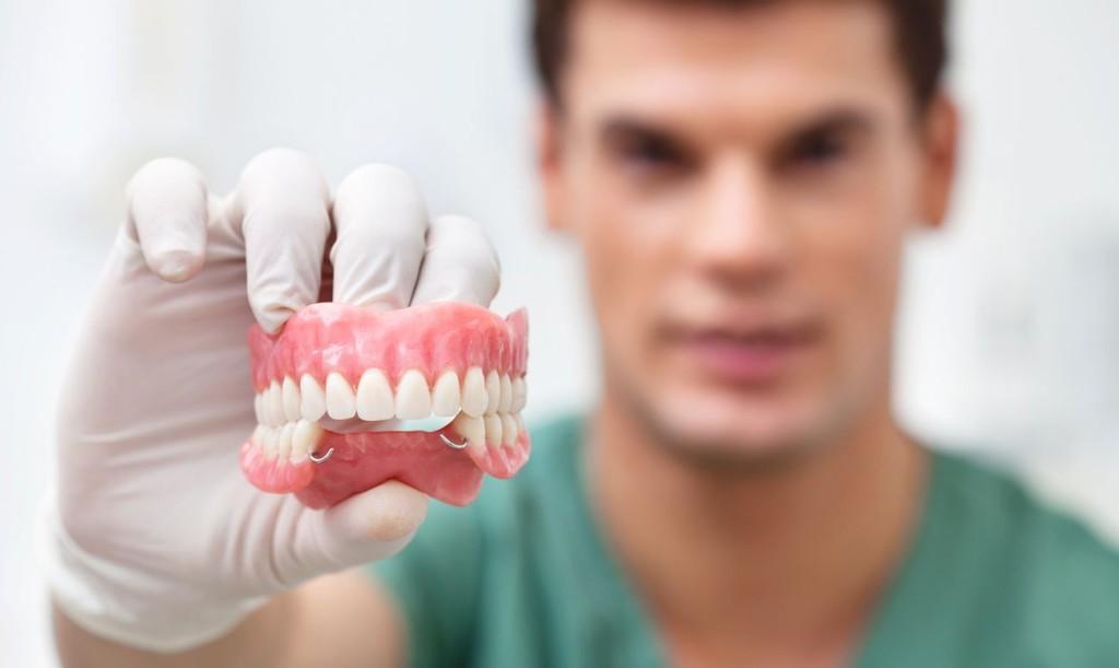 Протезирование зубов в Тюмени