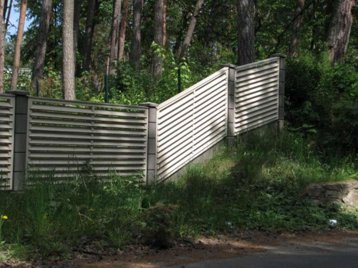 Прикольный забор для дачи фото